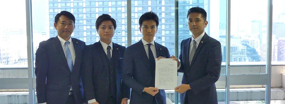 沖縄県連青年部・青年局が小林史明青年局長に要請書を手交